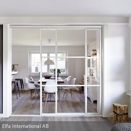 heller wohnbereich mit glasschiebet r wohnbereich erschienen und gelassenheit. Black Bedroom Furniture Sets. Home Design Ideas