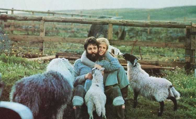 Paul And Linda On The Farm In Scotland Paul And Linda Mccartney Paul Mccartney Linda Mccartney