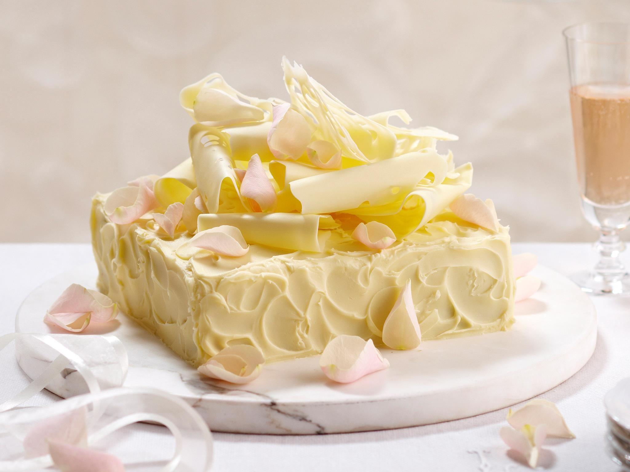 White wedding mud cake   Recipe   Mud cake, Cake chocolate and Cake