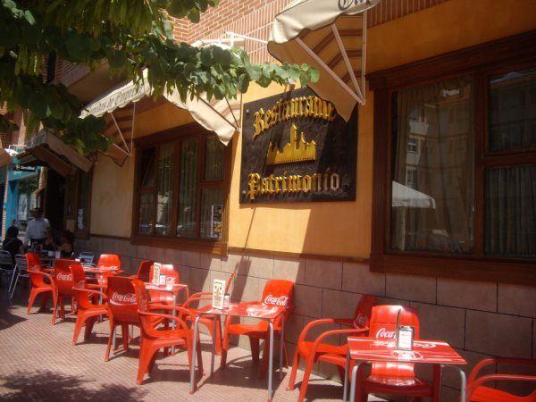 la terraza de verano en la avenida de la alcarria donde el calor se vence con una jarrita de cerveza bien fresca