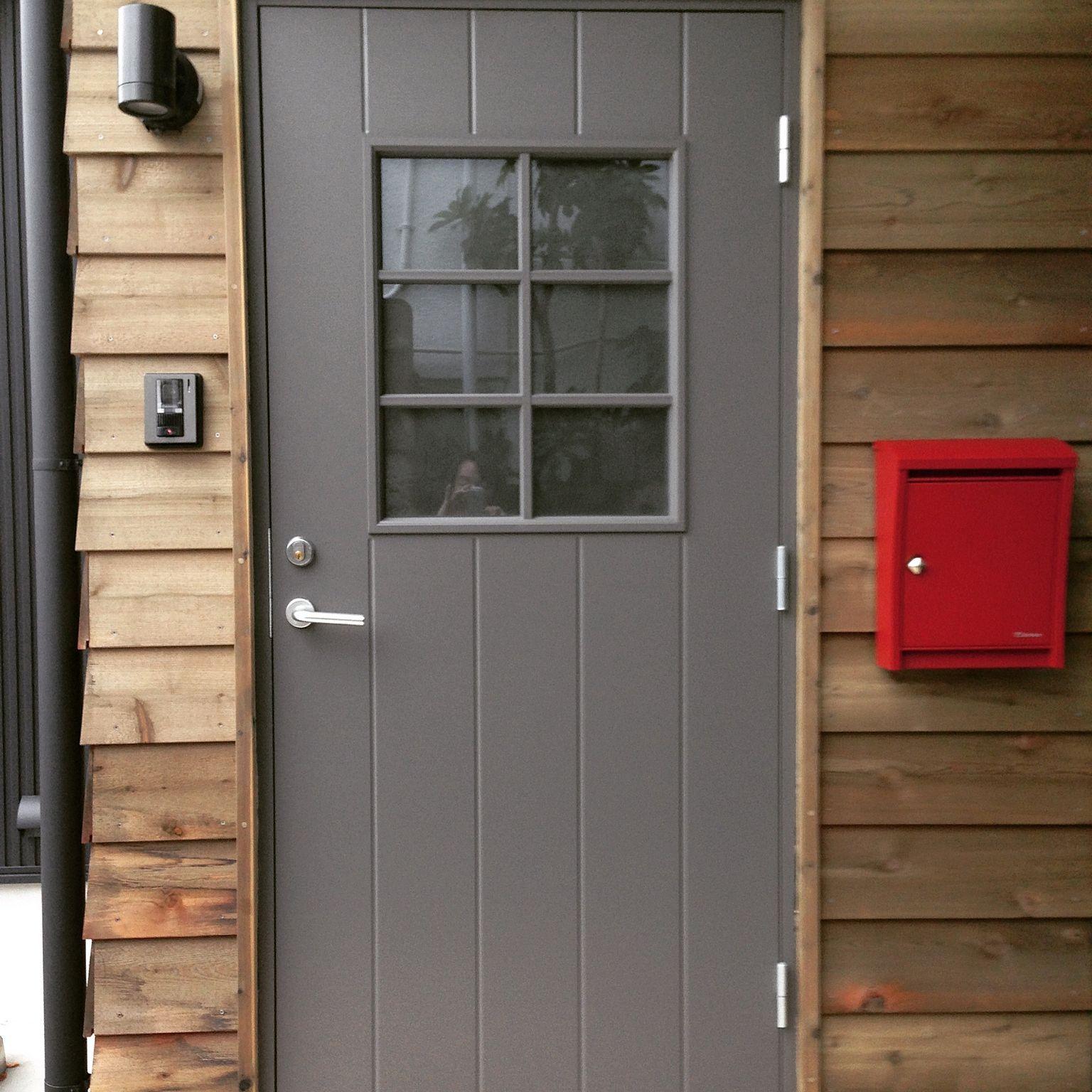 玄関 入り口 スウェーデン木製断熱玄関ドア 北欧 木の外壁 パッシブ
