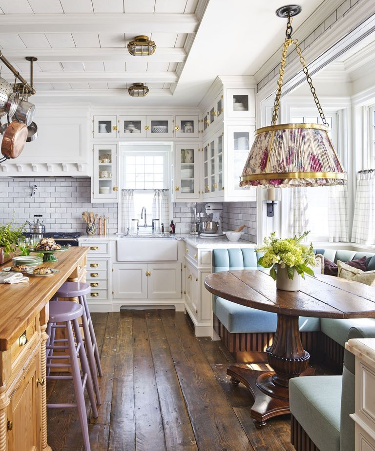15 Timeless Eat-In Kitchens That Inspire