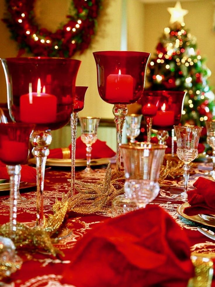 Top Christmas Table Decorations From Pinterest And Instagram Styleestate Christmas Dinner Table Christmas Table Christmas Decorations Dinner Table