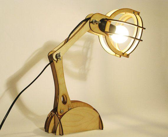 Lampe de bureau lampadaire lumianire bois par happydesignhappy