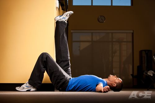 Step 1 Starting Position Lie Flat On Your Back On The Floor Mat Next To The Corner Of A Wall Or Door Jam So Th Hamstring Stretch Tight Hamstrings Hamstrings