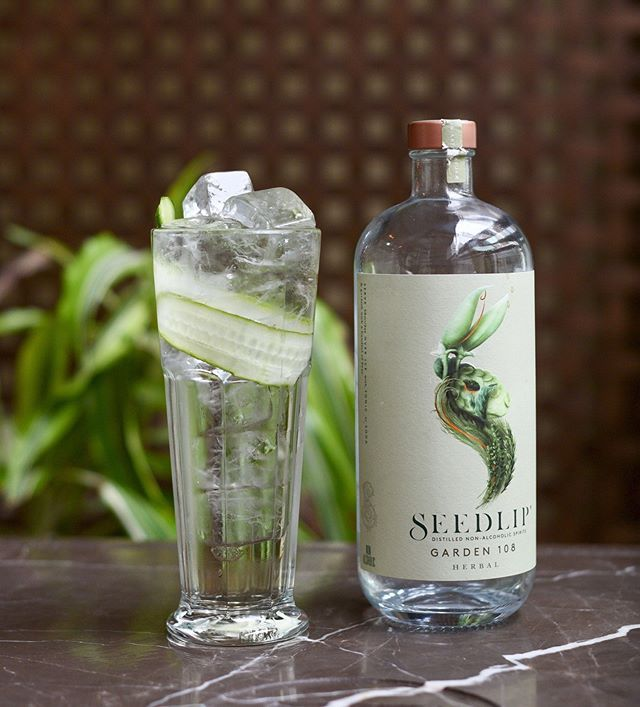 Starting our #DryJan right with a glass of @seedlipdrinks NA cocktail by @beefandliberty!  . Check out @beefandliberty for more details of the recipe! . #BeefandLiberty  #seedlip #seedlipdrinks #wtdwynd #noabvnoworries #drinks99  . #drinks#loveandpeas #hkdrinks #hkcocktails #cocktails #cocktail #hongkong #hk #hkbartender #craftsiprits #craftliquor #drinkup #london #mixology #mixologist #hkmixology #NA #hknightlife #nightlife #hklifestyle #lifestyle #london #londonnight #londondrinks