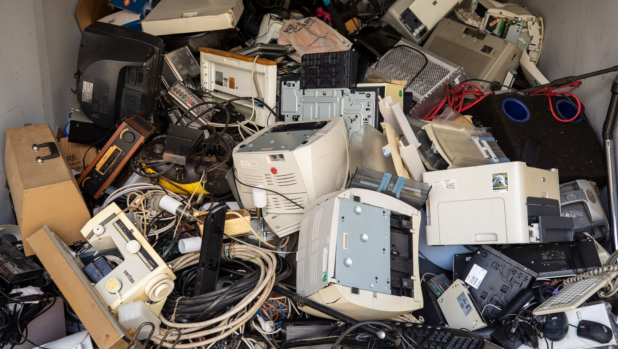 E Waste Is A Harmful And Growing Problem Here S How To Recycle Your Old Electronics In 2020 Electronic Waste Electronic Waste Recycling E Waste Recycling