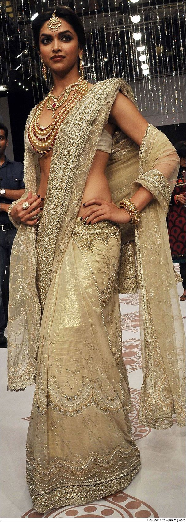 The Seductress Deepika Padukone in Sarees Let's bring back ...