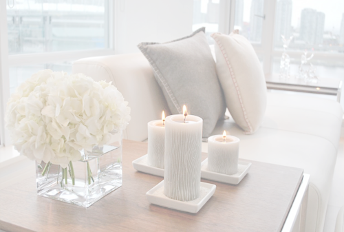 Living Room - Chill out zone - Inspiration - White flowers, candles and pillows. Love it :)