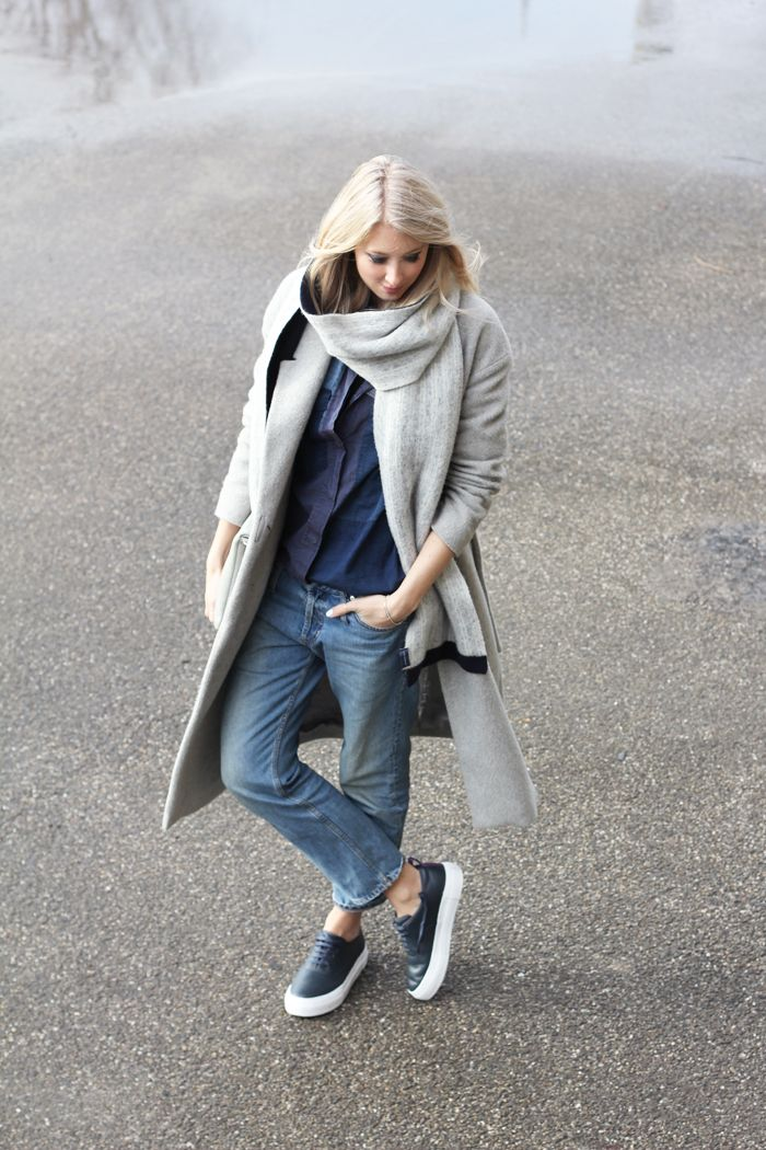 Make your oversized coat part of your denim casual look www.fashflick.com #style #streetstyle #fashflick