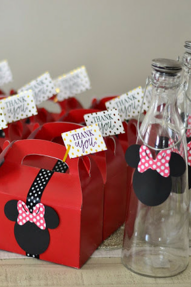 Simple And Chic Minnie Mouse Birthday Party Centerpieces Ideas