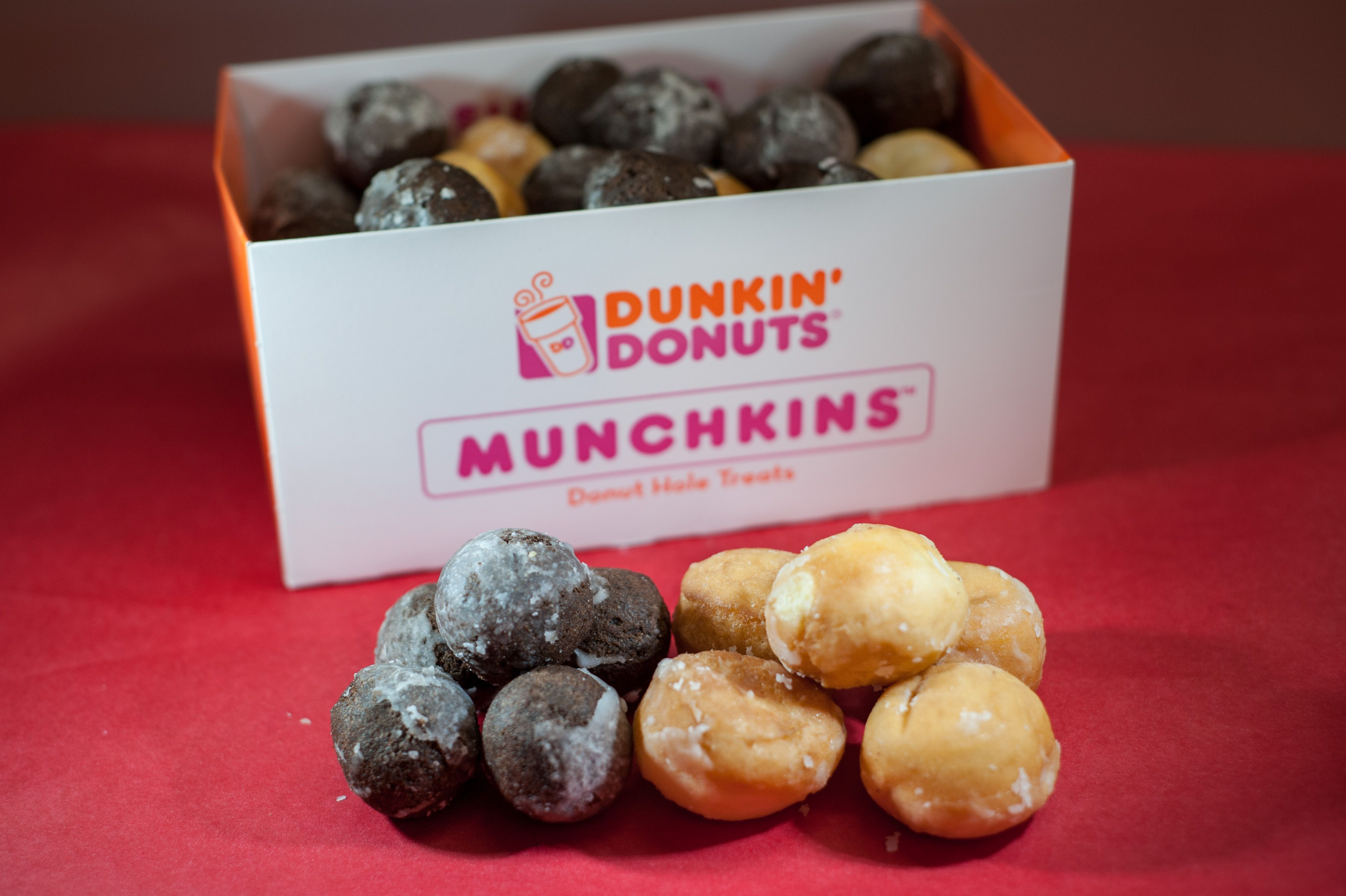 Munchkins - 50 Munchkins (Half Choc, Half Glaze)   Dunkin' Donuts ...
