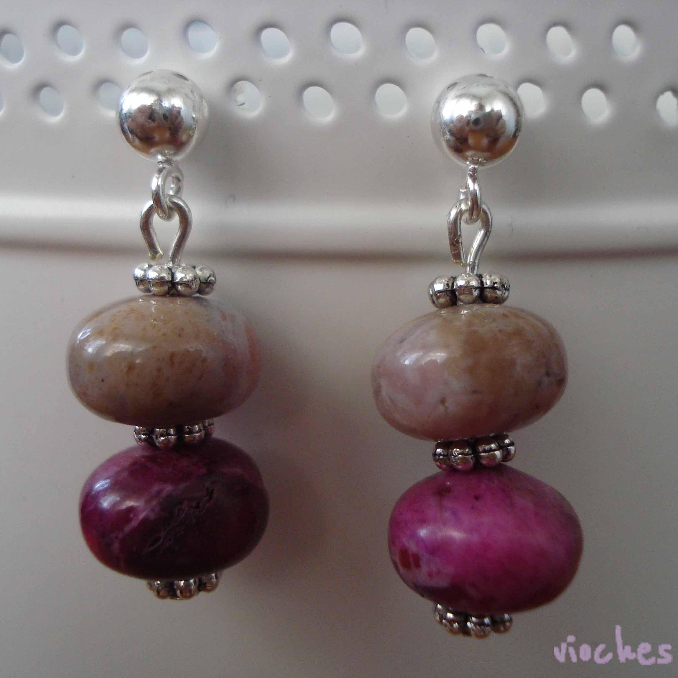 927142ff6b9f Pendientes de calcedonia beige y rosa. Los pendientes de calcedonia tienen  el cierre de plata