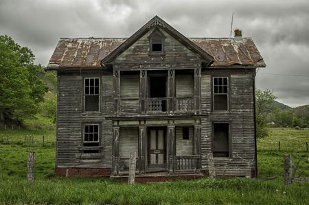 Abandoned farm house in West Virginia | Cool looking homes
