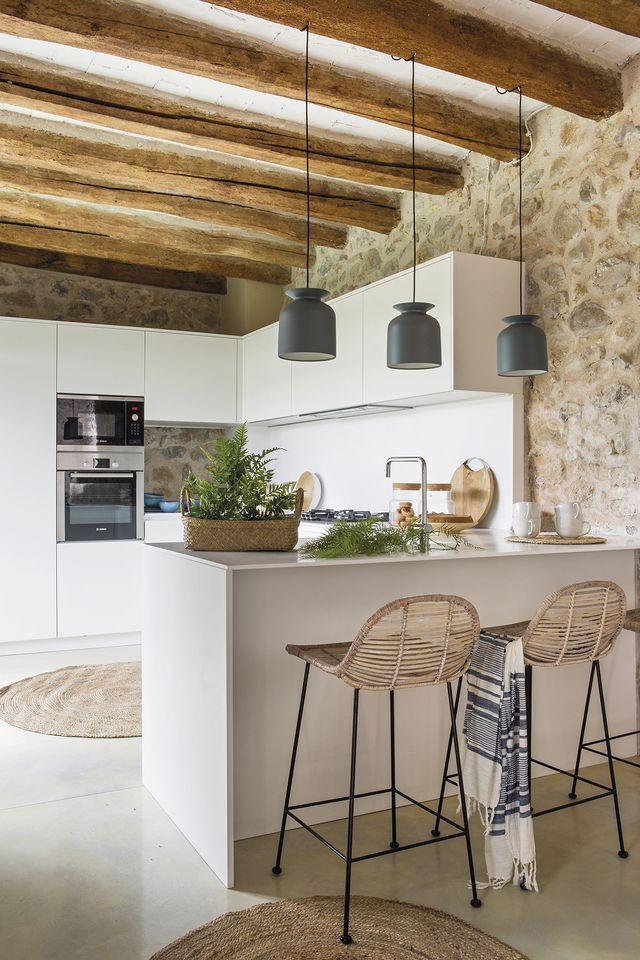 10 Razones Para Instalar Paredes De Piedra En Casa Cocinas De Casa Rural Cocinas Casa De Campo Interiores De Casa Rustica