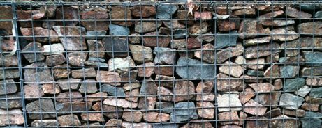 Gabion Walls Gabion Retaining Walls Are Steel Baskets Filled With Rock These Have Been Around For A Long Tim Retaining Wall Gabion Wall Gabion Retaining Wall