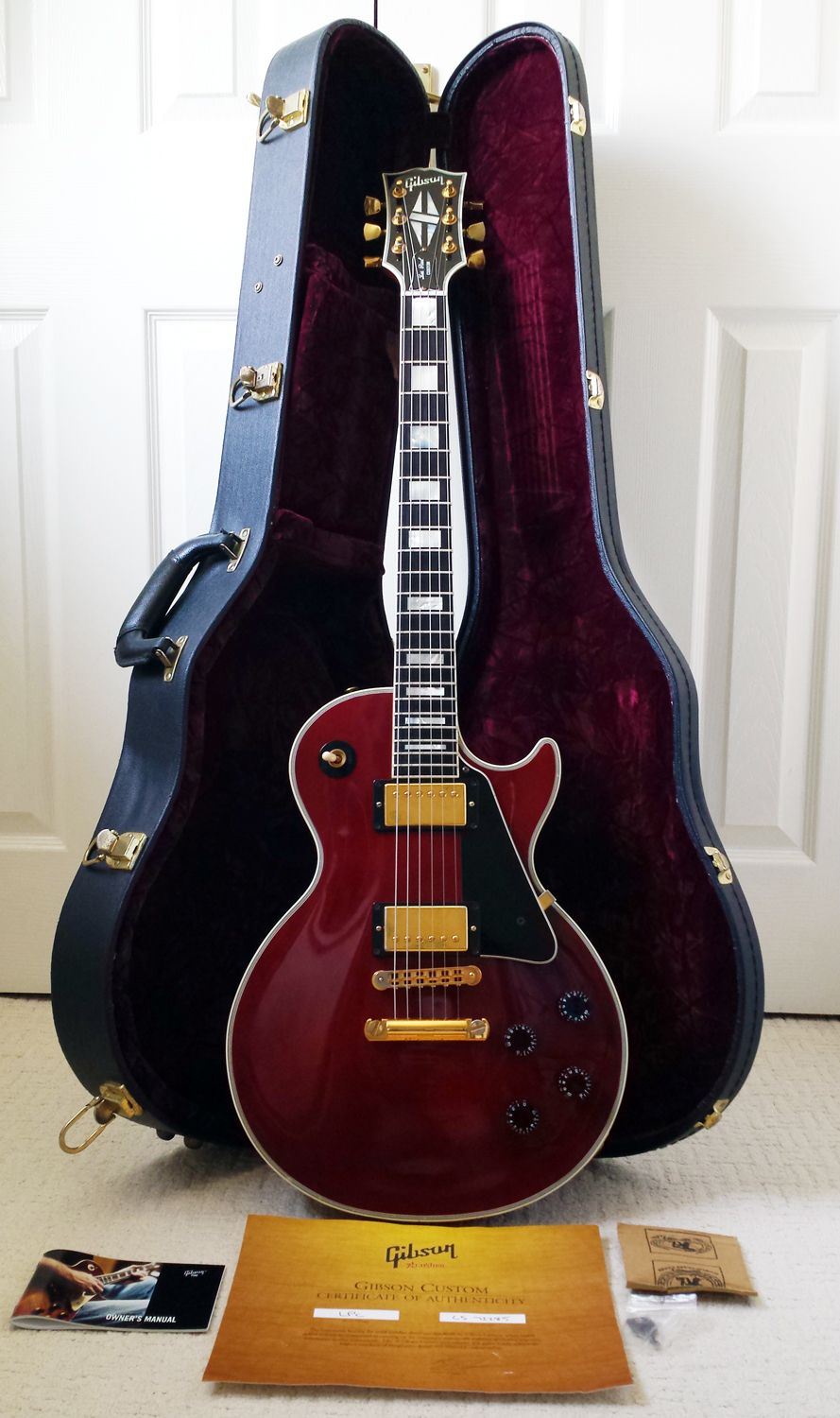 Gibson Les Paul Custom Wine Red 2008 Model Simply Because I Haven T Pinned One Of This Particular Color Yet Gibson Guitars Gibson Les Paul Guitar