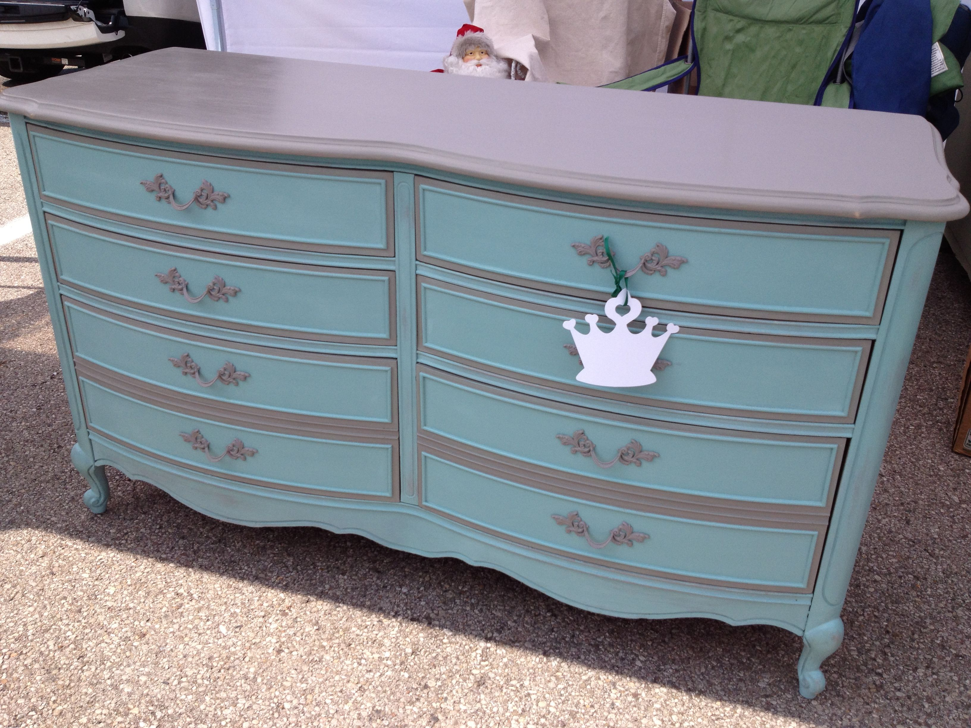 Beautiful Vintage Dixie Furniture Co. Dresser Painted With ASCP French Linen On The  Top And Trim