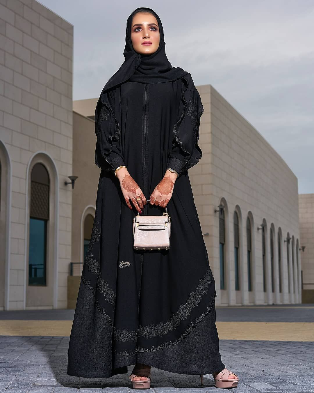 Repost Kam 227 With Instatoolsapp واخيرا كولكشن من تصميم بريتني الطابع الي اخترناه لهذا الكولكشن طابع كلاسيكي ي Abaya Fashion Fashion Fashion Outfits
