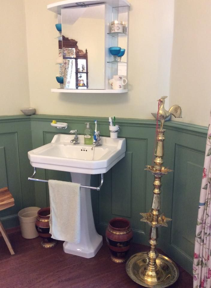 Delicieux The Victorian Style Sink Fits Perfectly In This Traditional Style Bathroom,  Incorporating Shaker Style Wooden Panels And Walnut Flooring.