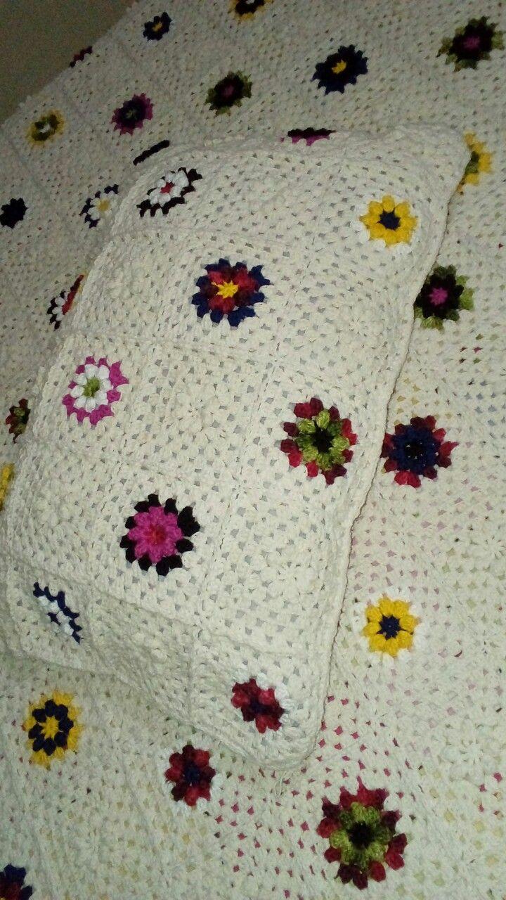 Capa de crochê para travesseiro.