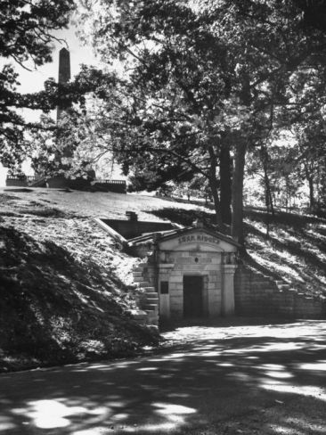 The Original Vault Behind Abraham Lincoln's Tomb