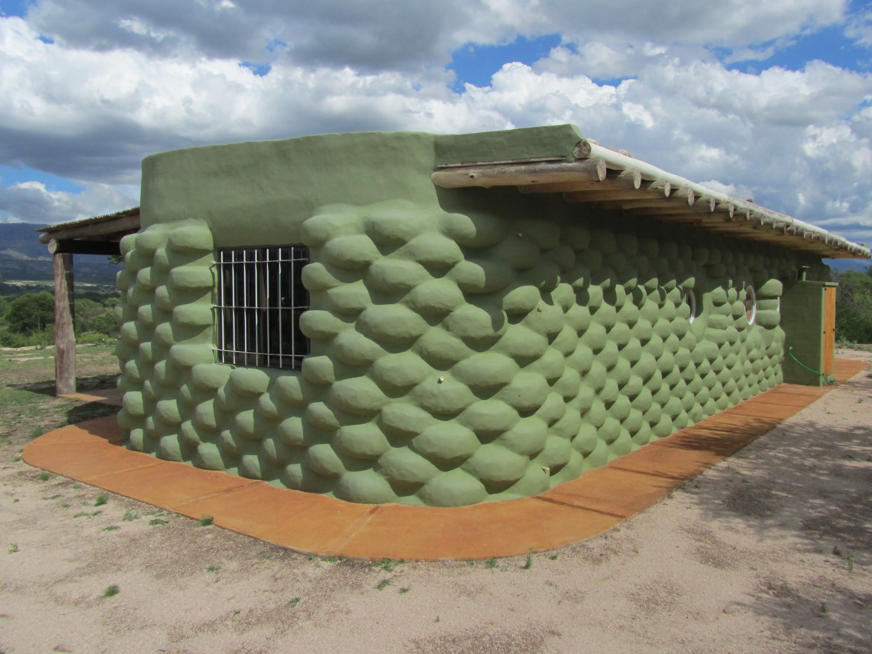 Casa De Neumaticos Tire Houses Earthship Home Earthship Recycled House