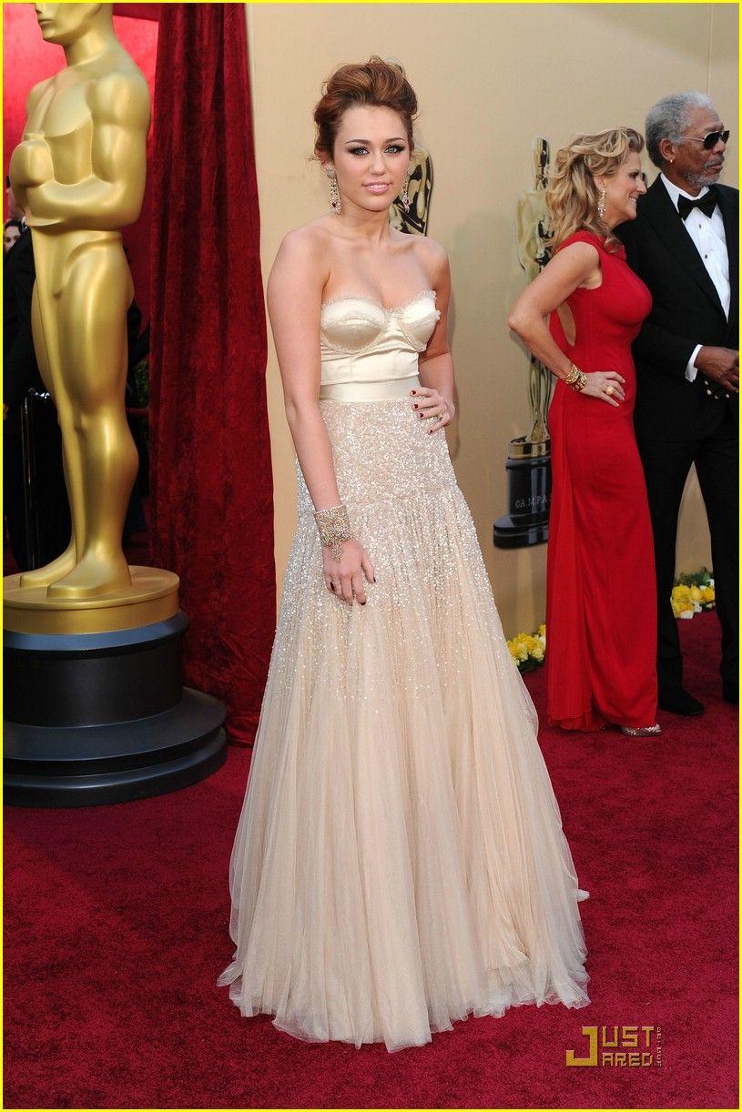 Miley Cyrus | Celebrity dresses red carpet, Celebrity