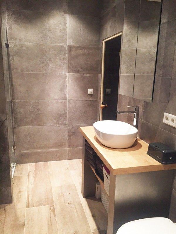 Badkamer keramisch parket betonlook tegels badkamer pinterest parket tegels en badkamer - Tegel imitatie parket badkamer ...