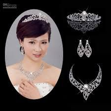 Bridal accessories to look like a princess.