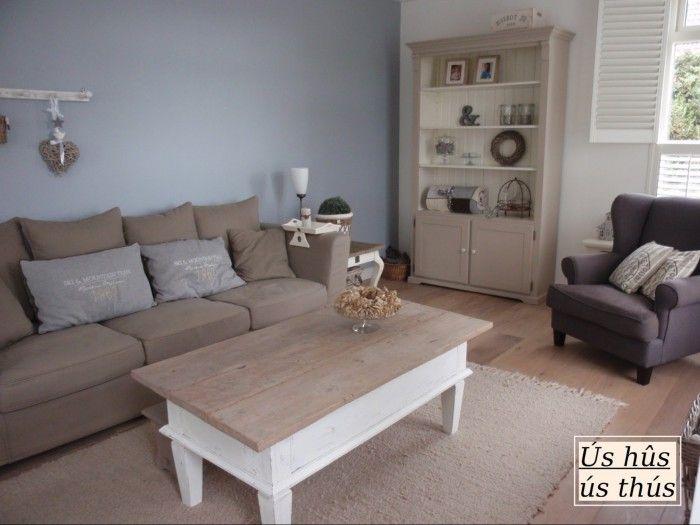 Woonkamer blauwe muur met tafel kleuren muur keuken en for Kleuren woonkamer landelijk
