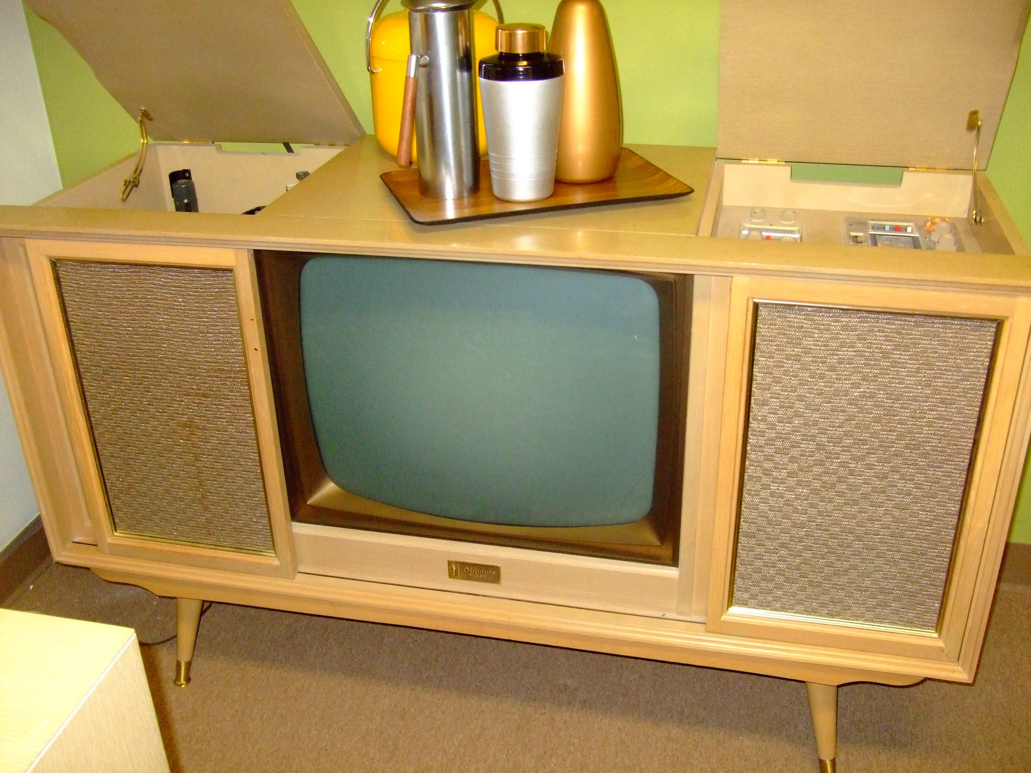 Great mid century tv console Furniture Pinterest