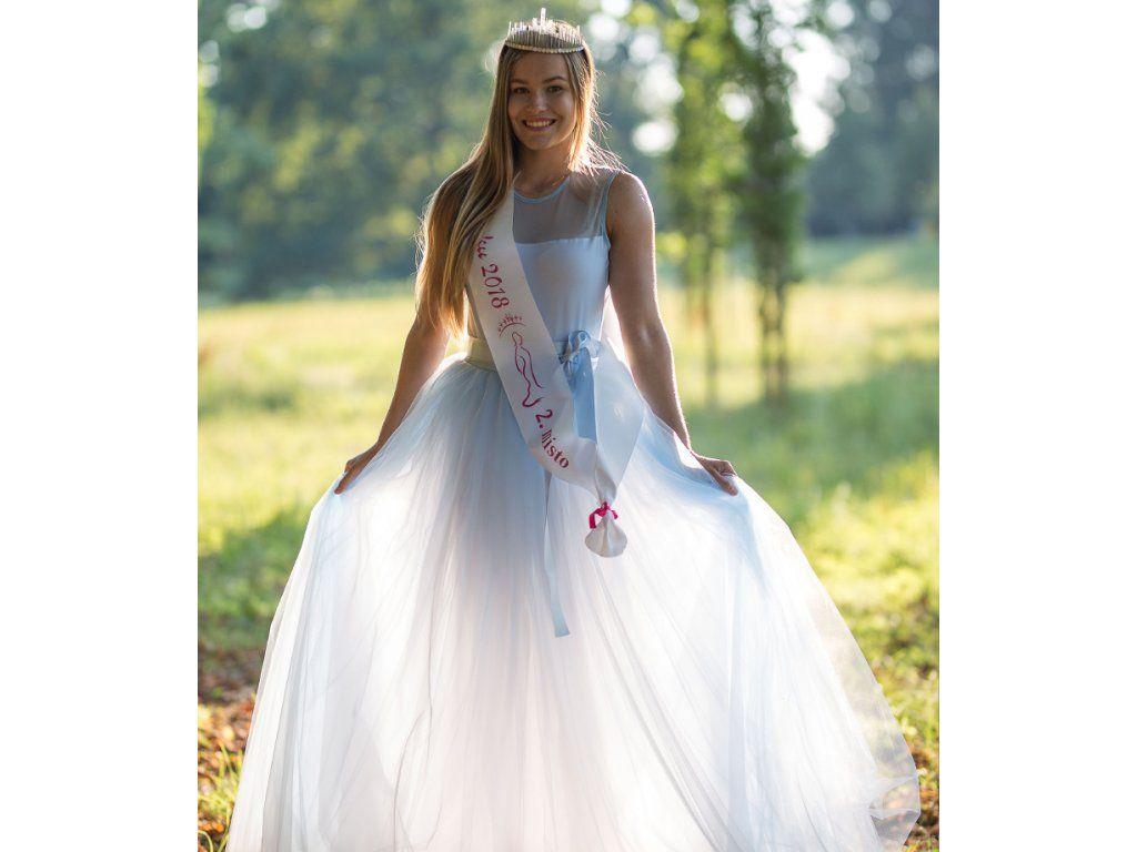 a2c7493df0ca Dívčí a dámská dlouhá bleděmodrá tylová sukně a body. Cena od 6999 ...