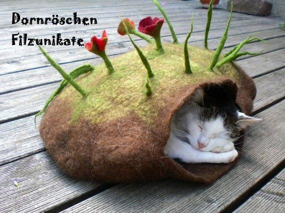 sweet dreams kit Kat- felted cave  #feltforcat #cats #pets #handmade #felted #germany