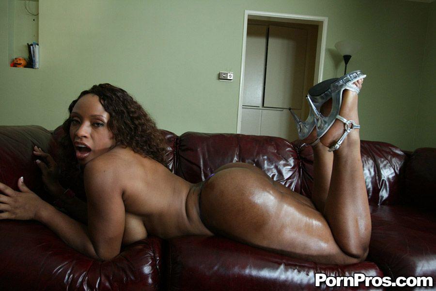 Ideal Ayana Nude Photos