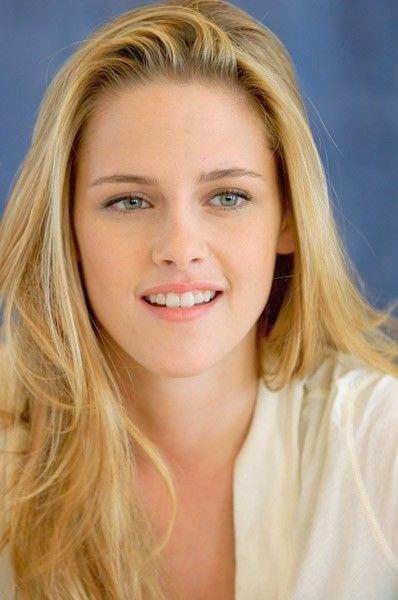 Kristen stewart as a blonde — img 13