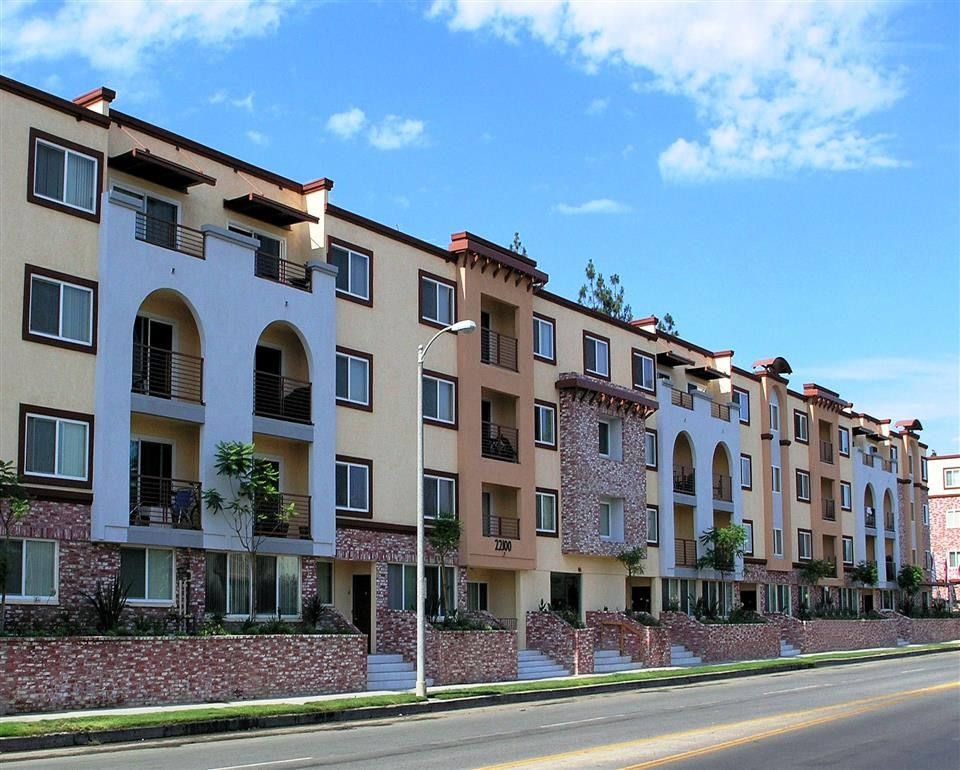 Http Www Thereserveatwarnercenter Com Welcome To The Reserve At Warner Center We Offer Luxury Apartments In Woodland Hills Ca With Six Diffe Woodland Hills