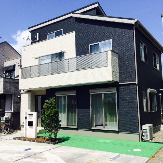 玄関 入り口 桧家住宅 人工芝 モノトーン 新築一戸建て などの