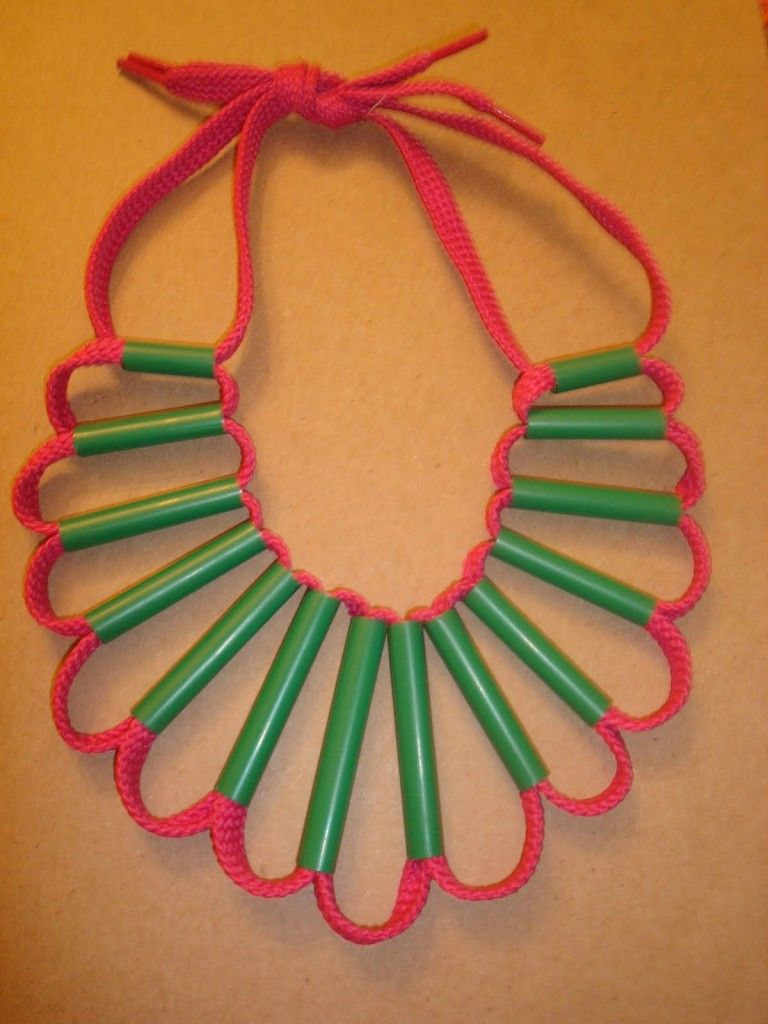 Shoelace straws necklace craft for kids crafts for for Necklace crafts for kids