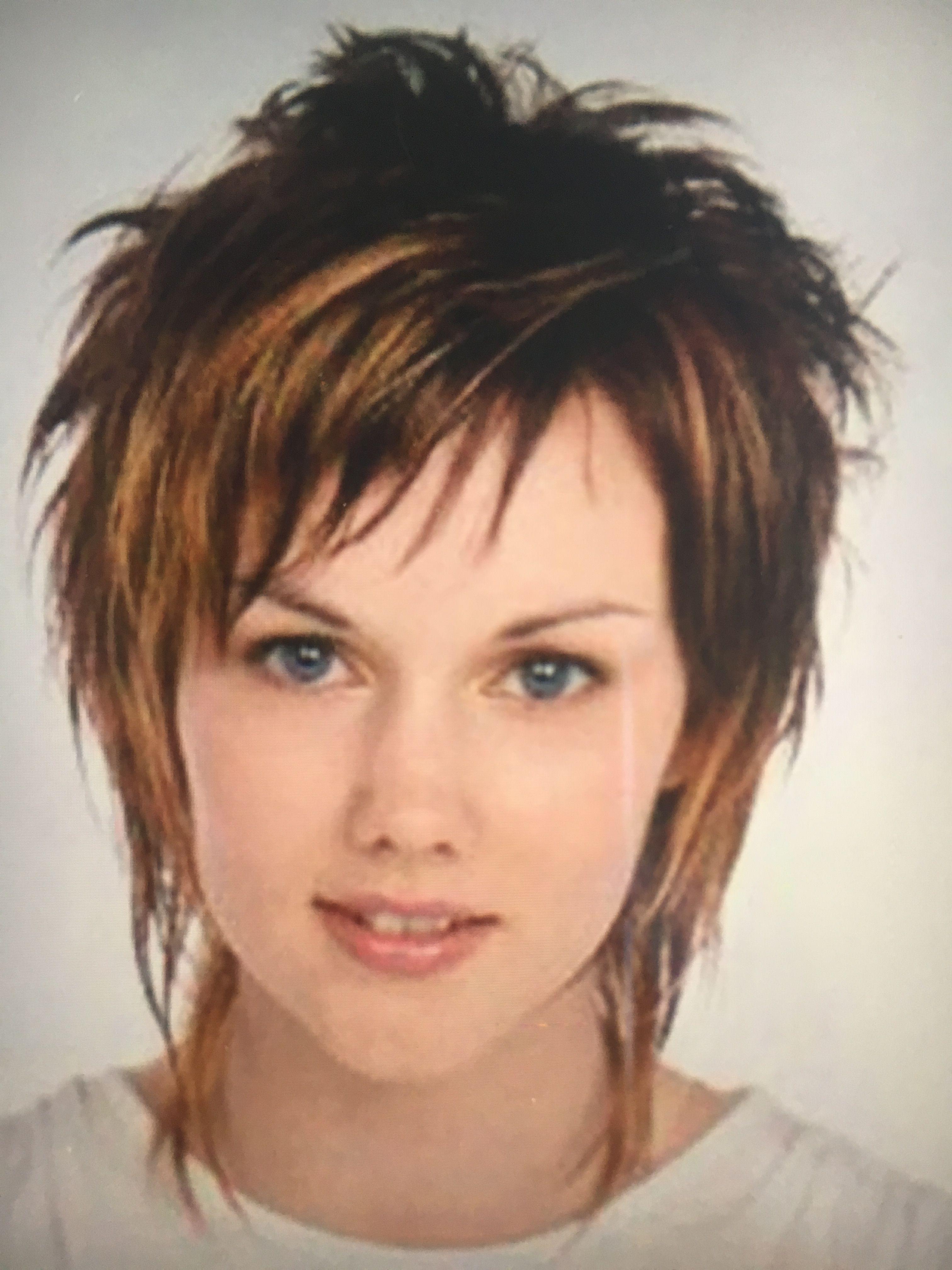 Funky Frisuren Funky Frisuren Manner Schnitte Manner Frisur Manner Unterschnittenen Lose Locken In 2020 Short Hair Haircuts Edgy Hair Rocker Hair