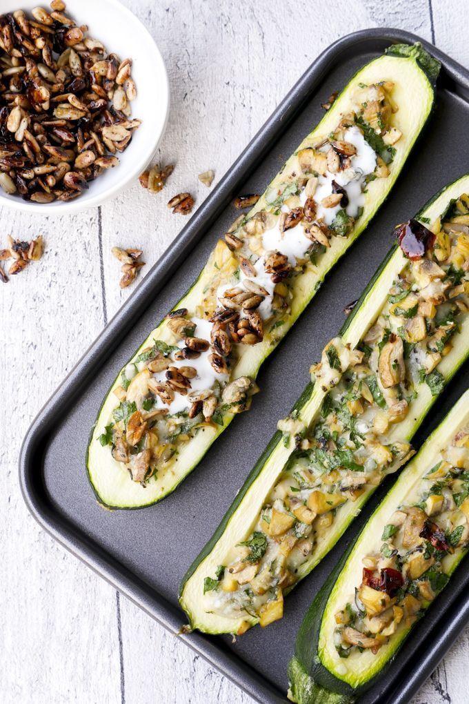 Gefüllte Zucchini mit Champignons und Knoblauchjoghurt #lowcarbyum