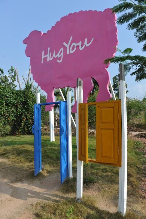Destination: Hug You Sheep Farm - a haven for selfie-takers! » One Weird Globe