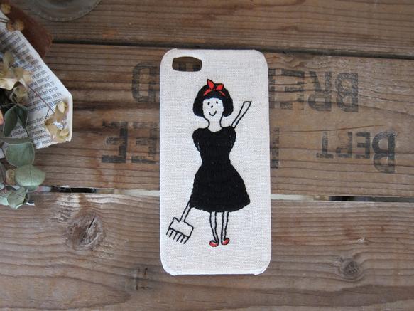 魔女の女の子のiPhone5、5S専用ケースです。刺繍でひと針ひと針縫っています。素材:布、ポリカーボネート(熱可塑性プラスチック)製ケース、刺繍糸※注意※布...|ハンドメイド、手作り、手仕事品の通販・販売・購入ならCreema。