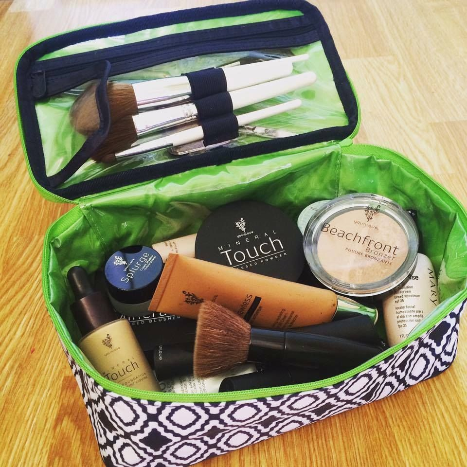 Thirty One Glamour Case to organize your makeup. You can