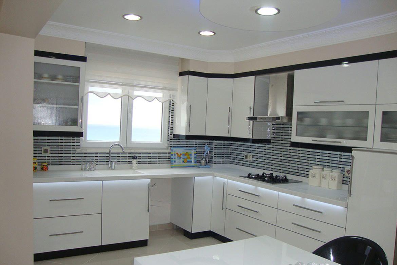 harika-beyaz-siyah-mutfak-dolaplari