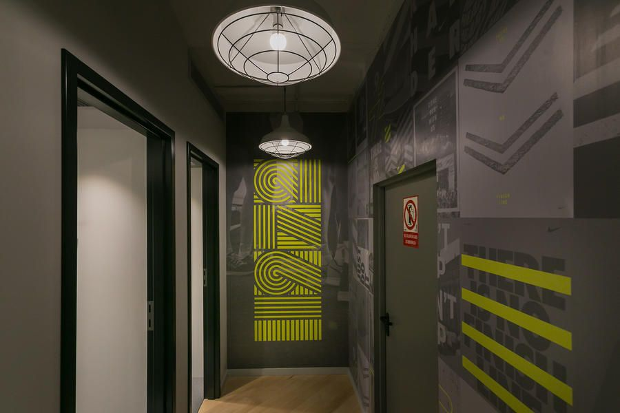 ¿Cómo barrera azafata  Nike Ramblas - Confetti Reclame | Retail design, Retail interior, Design