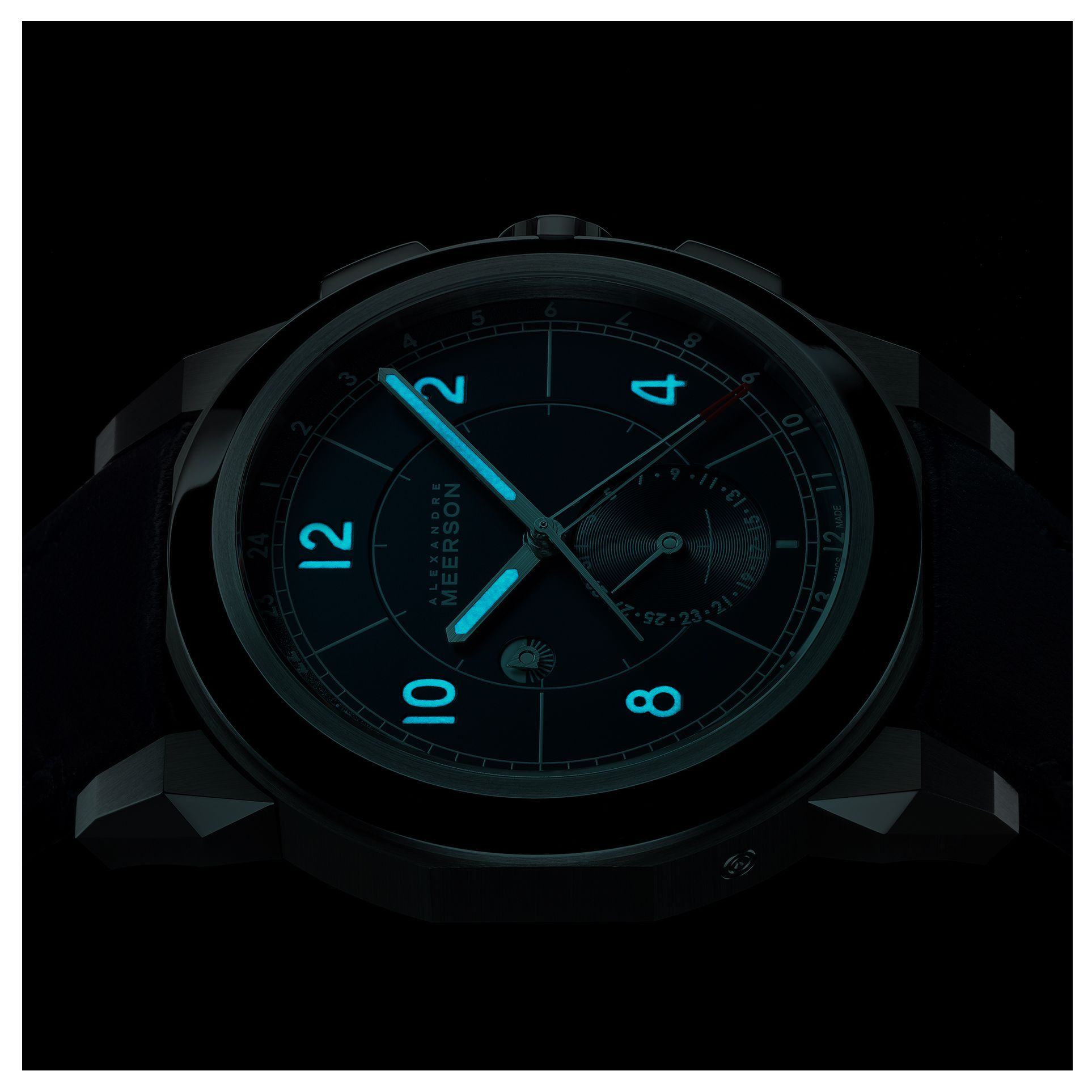 Night vision. The D15's subtle superluminova beams from