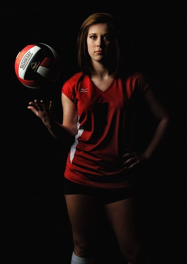 40 Brilliant Senior Picture Ideas For Girls Volleyball Senior Pictures Senior Sports Photography Volleyball Photography