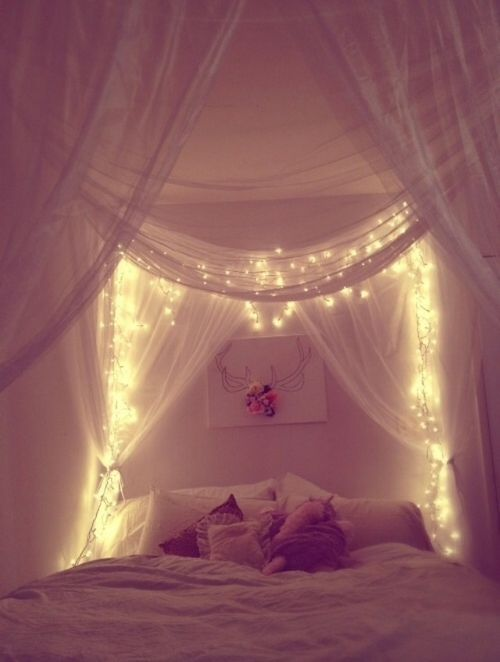 Romantisches bett mit lichterkette  Ein eigener Sternenhimmel direkt über dem Bett   Schlafzimmer ...