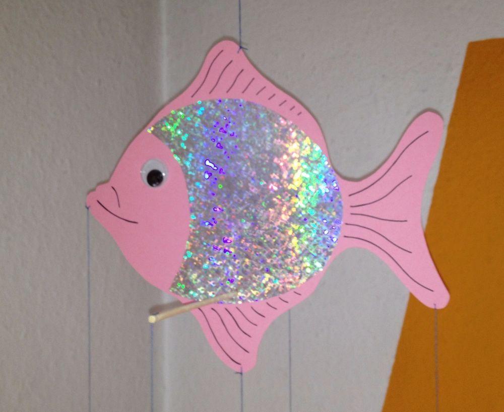Rosa Fisch Mobile aus Tonkarton für Wickelauflage Laufstall als